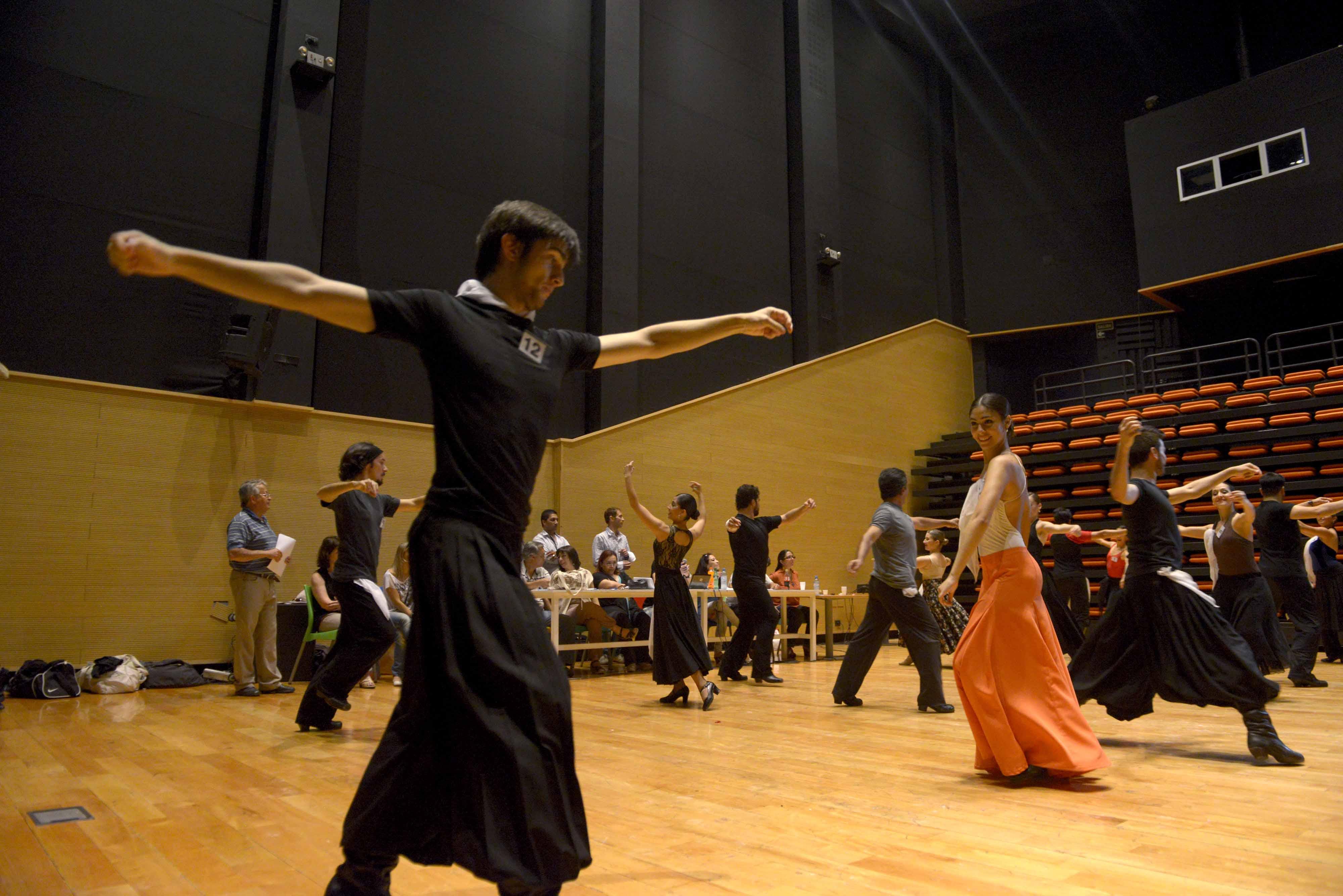 Audiciones para los bailarines folclóricos