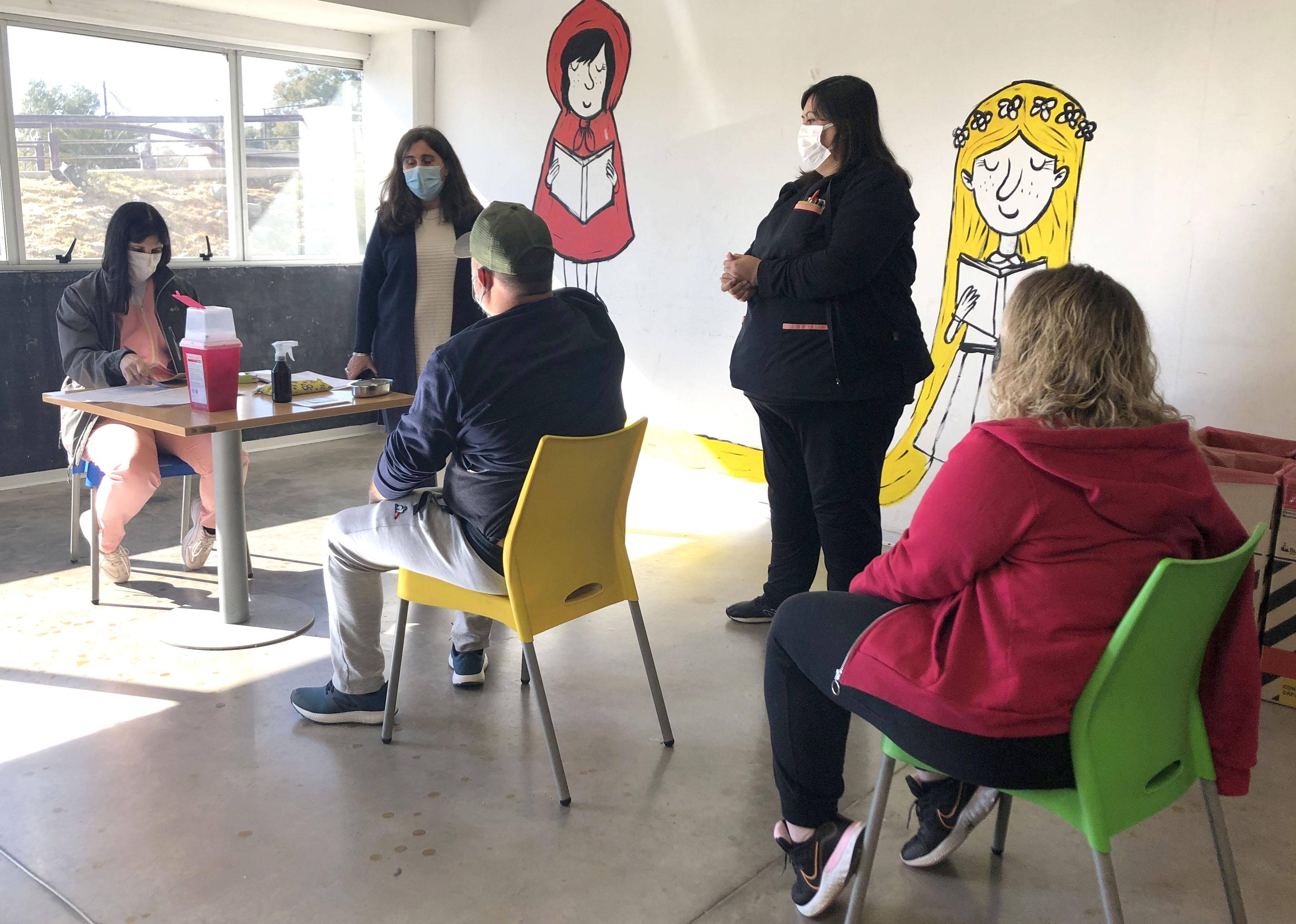 Nadal recorrió los centros de vacunación : Prensa Gobierno de Mendoza